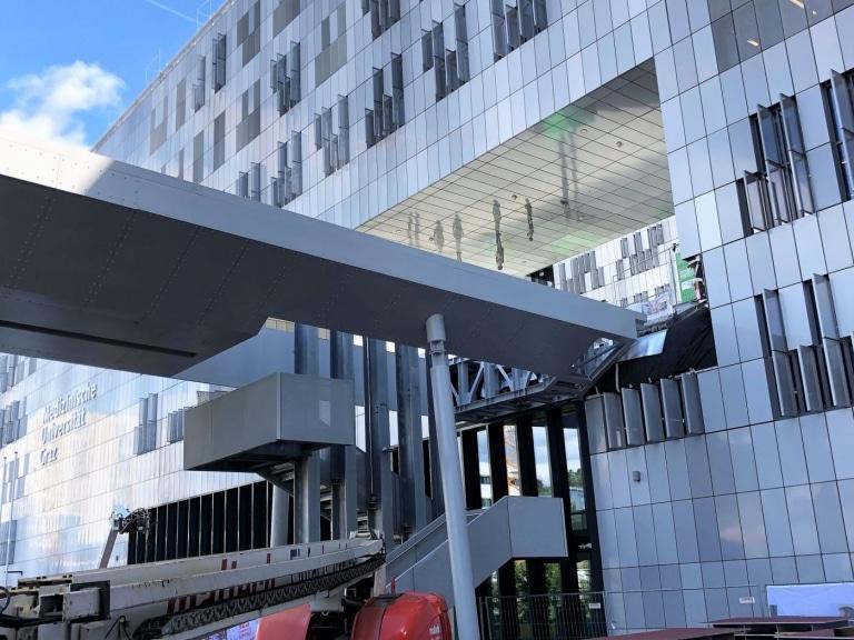 Beim MedCampus werden insgesamt 10.000 Quadratmeter von Lieb verfliest